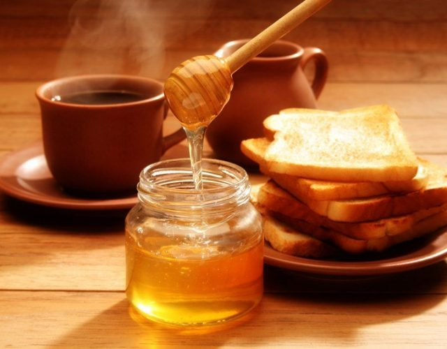 Mật ong pha với cà phê thay cho đường, một trải nghiệm mới thú vị
